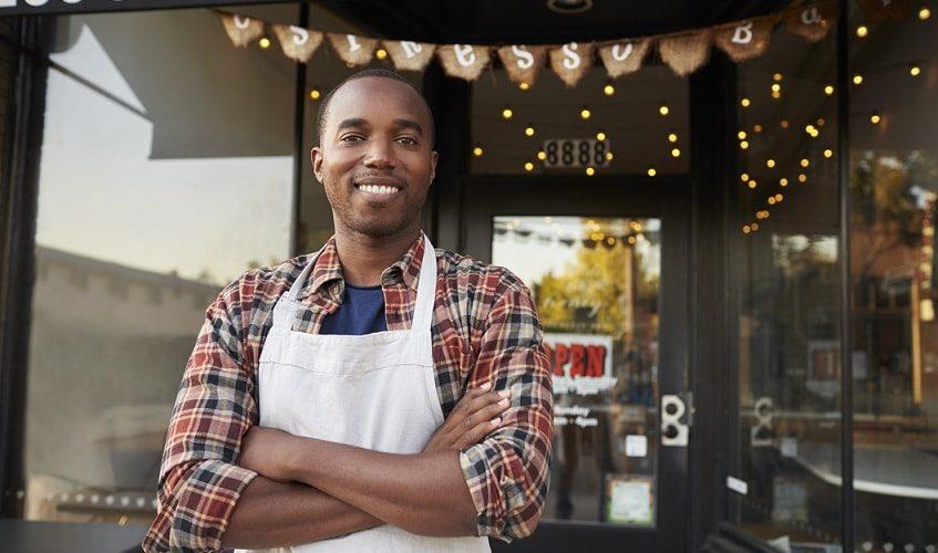 「このカフェでは、働いている人は全員有色人種で、食べてる人は全員白人です。」を英語で言ってみよう☆